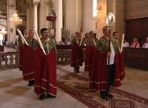 Cavalerii mantiilor roşii, în biserica armeano-catolică din Gherla
