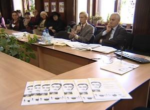 Moment din dezbatere. Vorbeste prof. Ion Pop, la dreapta lui prof. Carol Iancu