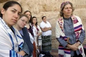 Anat Hoffman, la Zidul Plangerii, alaturi de activistele grupului de rugaciune Women of the Wall