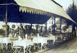 Terasa din fata Restaurantului Korona, 1929 (sursa gherlainfo)